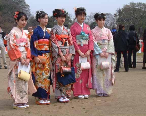 Costumes traditionnels et folkloriques - Le Kimono - 2-