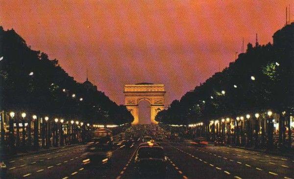 Tourisme et histoire - Paris - Champs Elysées -