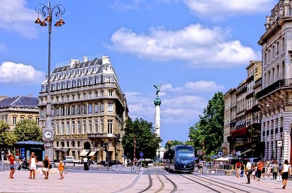 Tourisme et histoire -Bordeaux- Des armoiries au logo