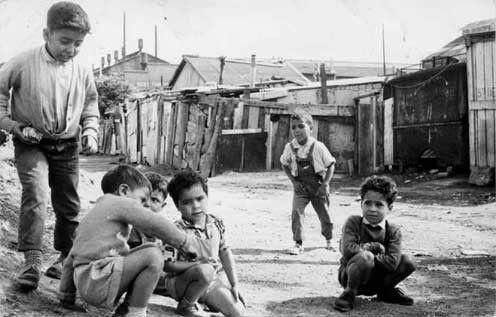 Années 50 - Des bidonvilles aux portes de Paris