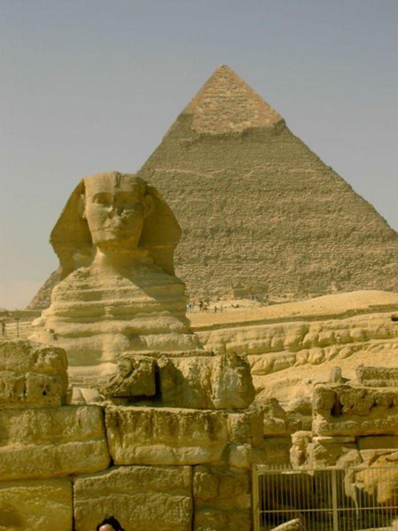 450px-Sphinx_de_gizeh_de_face.jpg