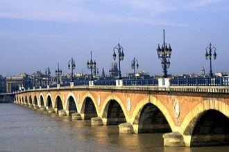 Tourisme et histoire - Bordeaux - Le Pont de Pierre -