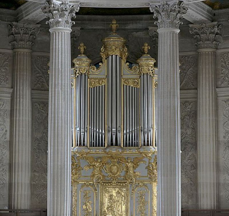 635px-Organ_chapel_royal_Versailles1.jpg