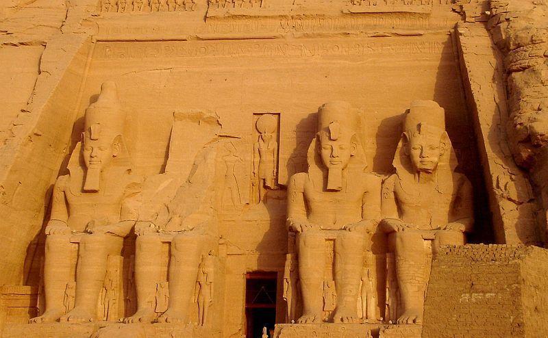 800px-Ancient_Egypt-Antico_Egitto-Abu_Simbel-Ramses_II-DSC00534.jpg