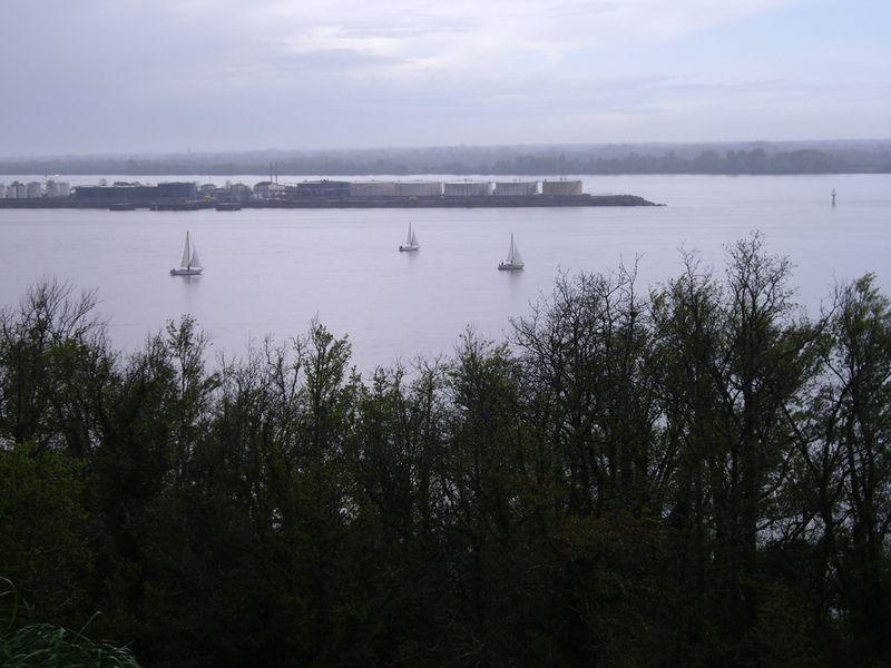 Bayon-sur-Gironde_22746_Vue-sur-le-Bec-d-Ambes-au-confluent-de-la-Garo.jpg