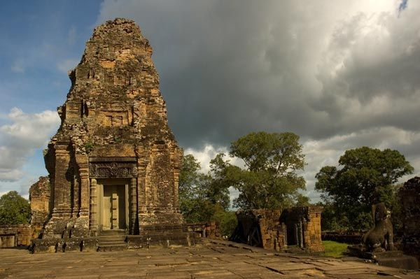 Cambodge-Angkor-Mebon-oriental-sanctuaire.jpg