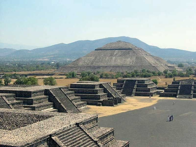Estado-de-Mexico--San-Juan-Teotihuacan--Teotihuacan-Archeological-Zone--Pyramide-of-the-Sun-and-buildings-on-the-Avenue-of-the-Dead-Photo-by-Estado-de-Mexico.jpg