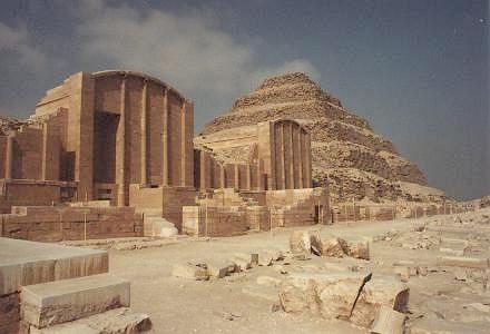 Saqqarah-Pyramide-de-Djoser-04.jpg