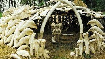 Préhistoire - Les huttes en os de mammouth -