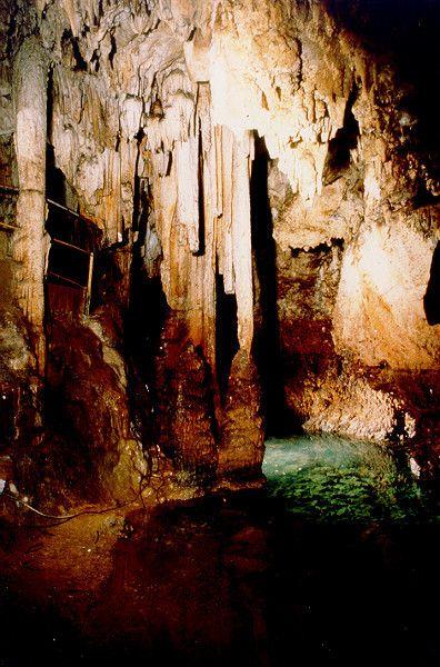 grottes et cavernes - grottes et rivières souterraines -