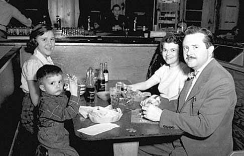 famille_fast-food_1950-148df28.jpg