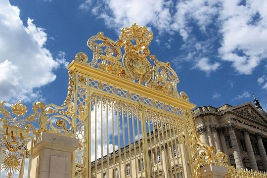 grille-cour-royale-540270-1a262ca.jpg