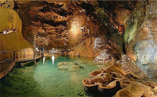 lac-souterrain-602832-2170c97.jpg